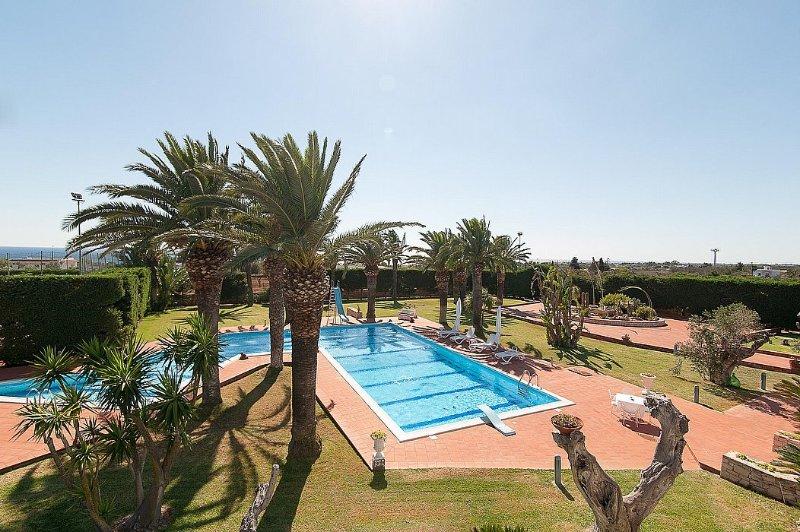 Capilungo Villa Sleeps 8 with Pool Air Con and WiFi - 5570203, location de vacances à Posto Rosso