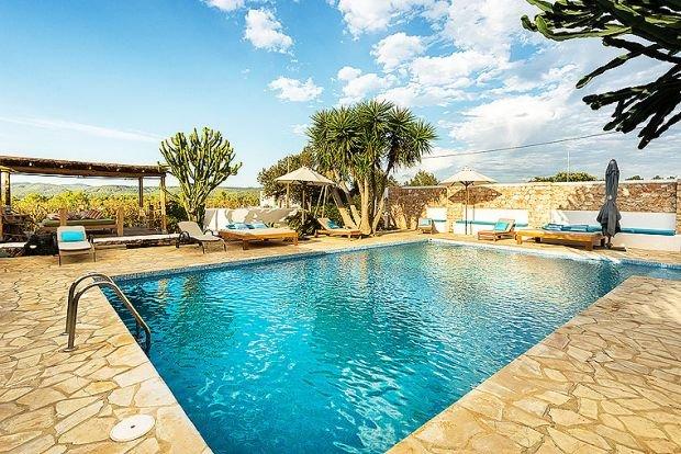 Ibiza Town Villa Sleeps 8 with Pool Air Con and WiFi - 5313244, casa vacanza a San Carlos