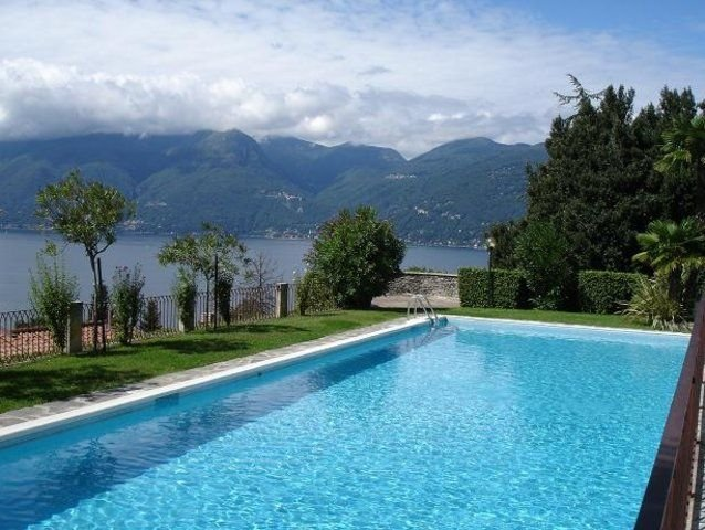 Cordelia 6 with lake view, balcony and pool, location de vacances à Monteggio