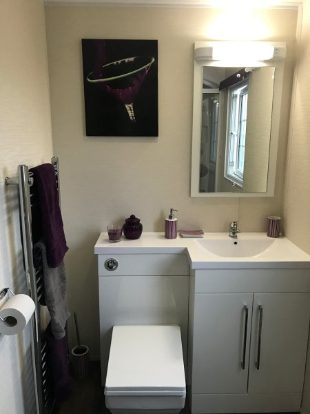 Spacious bathroom with Egyptian bath sheets and hand towels.