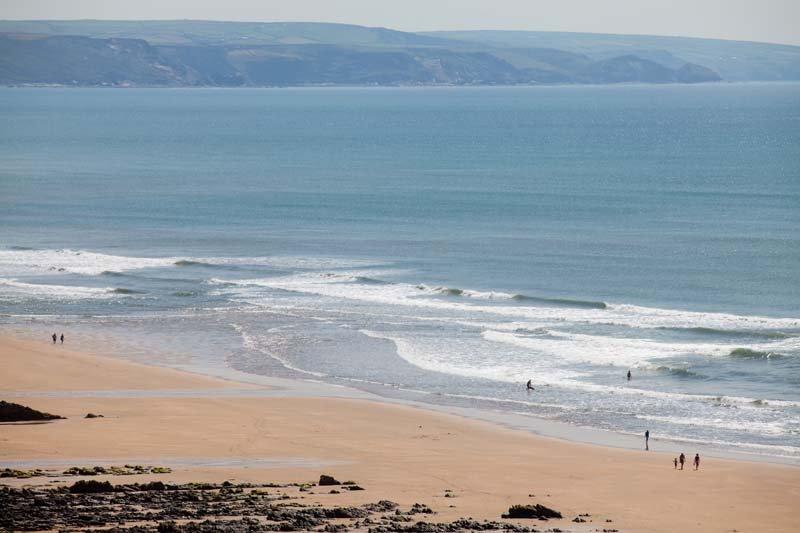 Widemouth bay 3 min drive or 8min to bude beach.