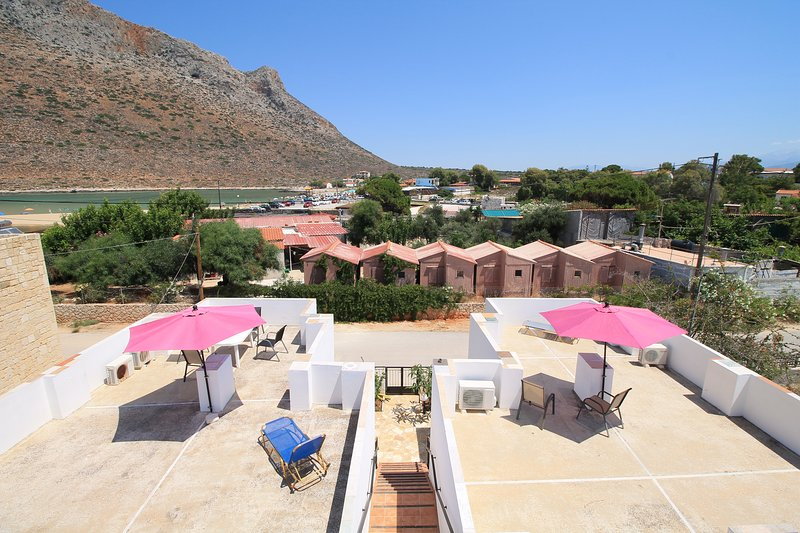 2 bedroom - first floor apartment (Sleeps 6), with private terrace., alquiler vacacional en Stavros