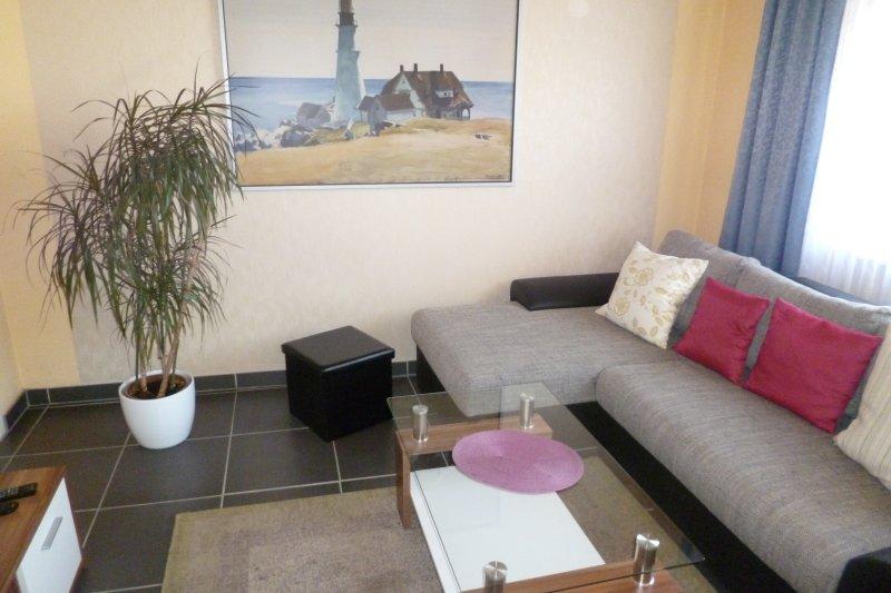 Wohnung UNI - 1 im Ferienhaus-UNI-Koblenz mit 3 Ferienwohnungen, holiday rental in Niederfell