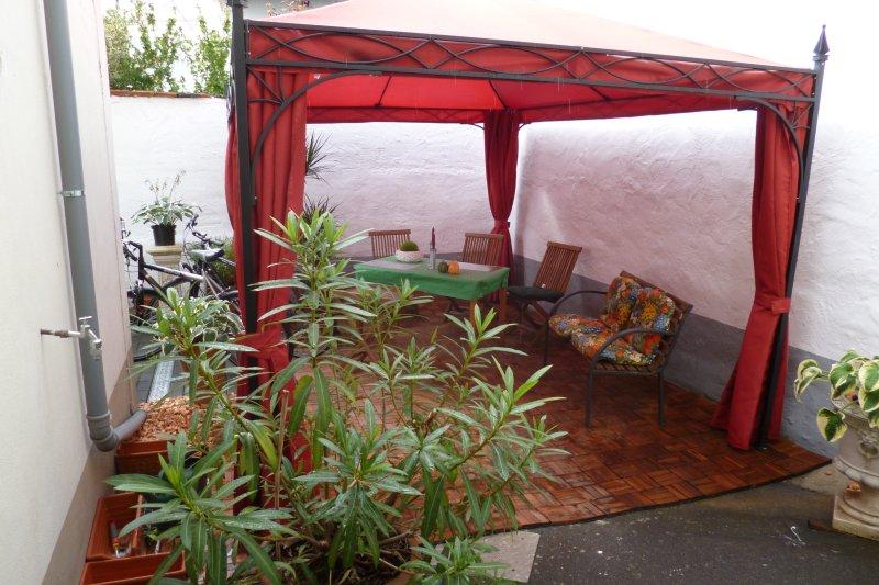 Wohnung UNI-2 im Ferienhaus-UNI-Koblenz mit 3 Ferienwohnungen, holiday rental in Niederfell