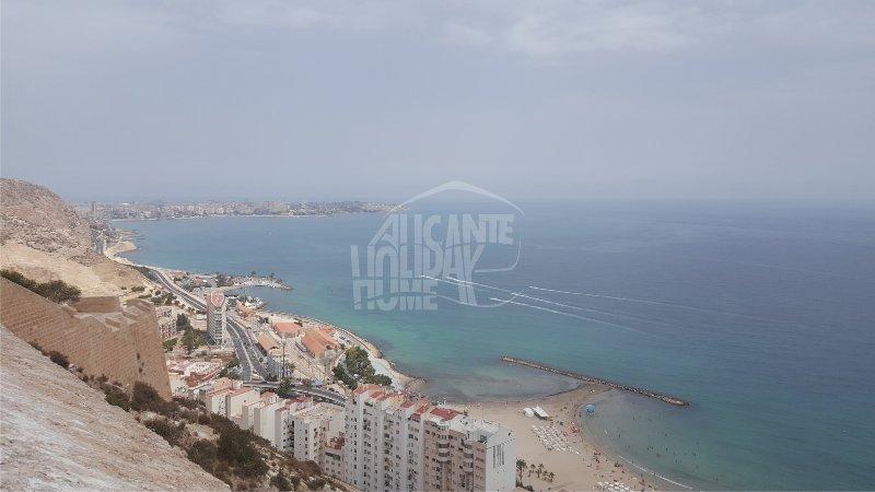 Cabo Huertas y Playa El Postiguet desde el Castillo de Santa Bárbara. Alicante