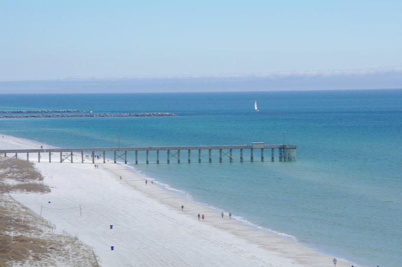 BELLE PLAGE DE SABLE BLANC. DIVERTISSEMENT ET DES ALIMENTS. PROCHE parc où les enfants peuvent profiter de la plage, POISSON