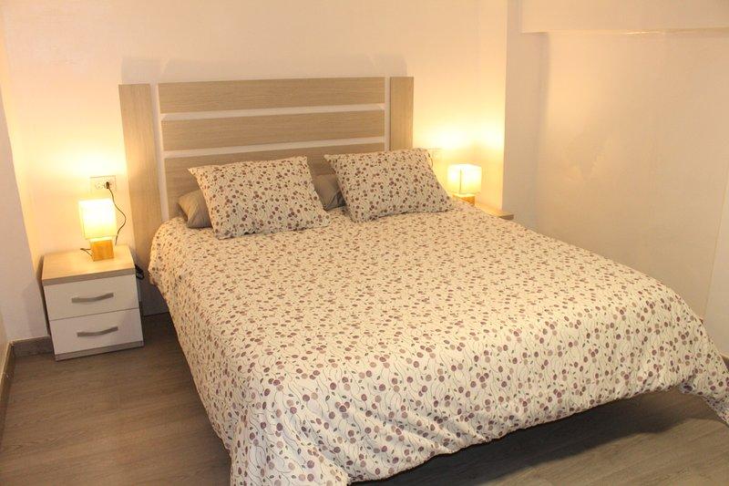 Apartamento Luminoso cerca de la PLAYA y PUERTO con ALTILLO y terraza INTERIOR, location de vacances à Valence