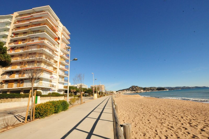 OS HomeHolidaysRentals Les Palmeres -  Costa Brava, vacation rental in Blanes