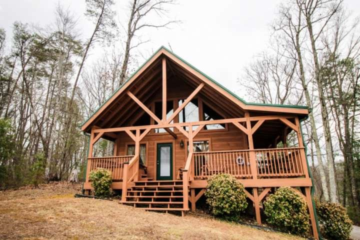 Misty Mountain View - Cozy Smoky Mountain Cabin in Gatlinburg!