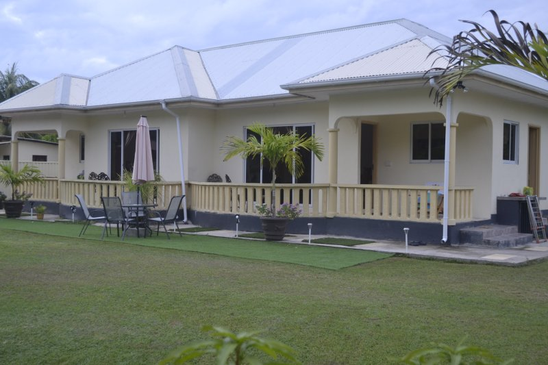 MY OZI PERL SELF CATERING GUEST HOUSE/S, holiday rental in Grand Anse