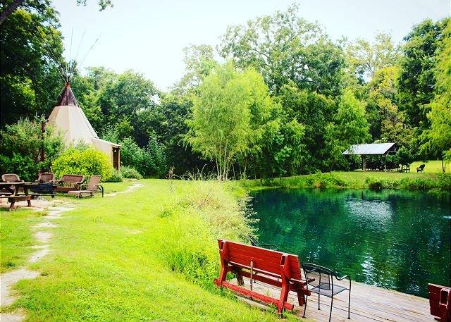 Fun Comfy Teepee * Geronimo Creek! Heated/AC-Insulated, Swim, Kayak, Fish!, casa vacanza a Kingsbury
