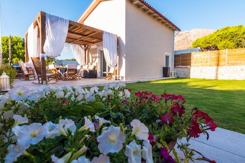 Gorgeous Villa with Garden next to Stavros Beach, alquiler vacacional en Stavros