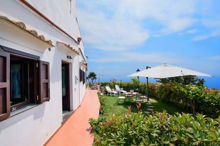 IL GIARDINO DI ROSA VISTA MARE GIARDINO PARCHEGGIO, alquiler de vacaciones en Amalfi