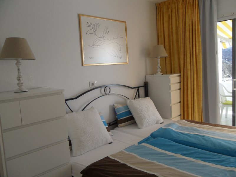 king size bed with new art printing (Picasso 'sleeping woman)