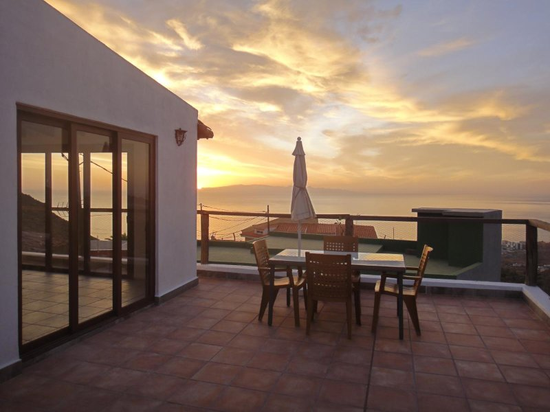 Sunset and sunshine, holiday rental in Las Caletillas