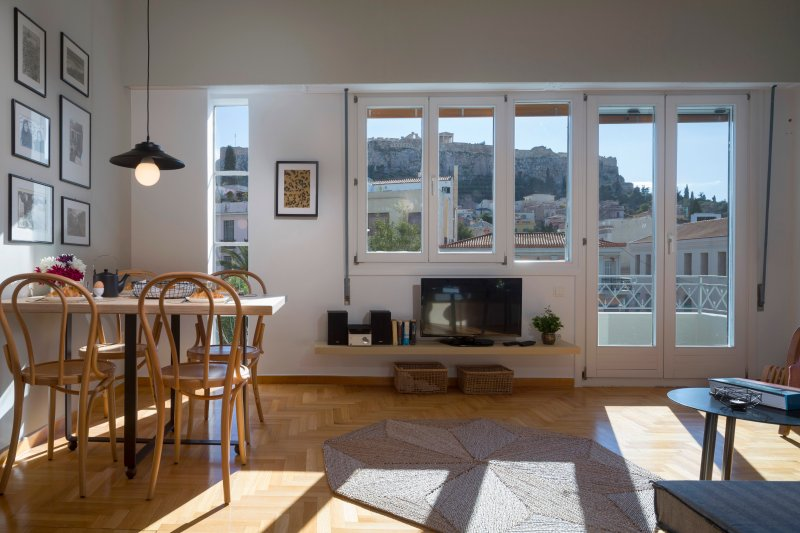 Auntie's Home Terrace Apartment with Acropolis View, holiday rental in Athens