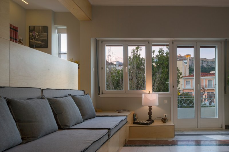Living-dining area with view to Acropolis