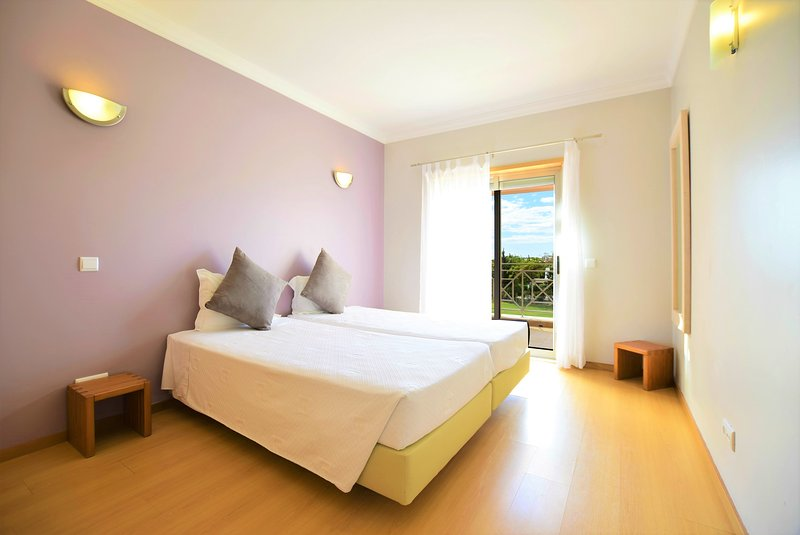 Oazis Villa Swimming pool 10 min to the beach 4 bedroom FT, aluguéis de temporada em Olhos de Água
