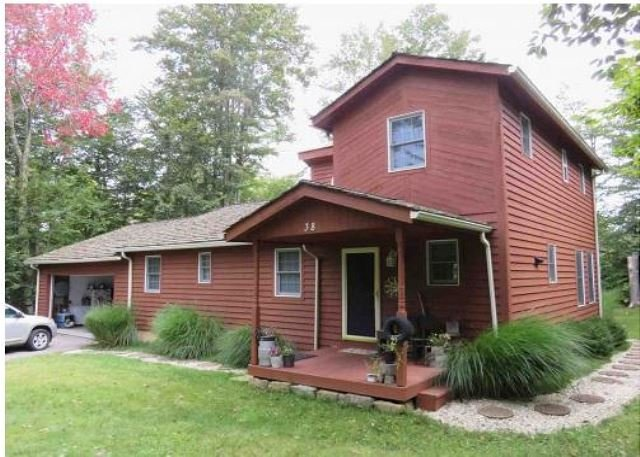 Lovely Streamside Home Provides Easy Access to All Things Canaan Valley!, holiday rental in Canaan Valley