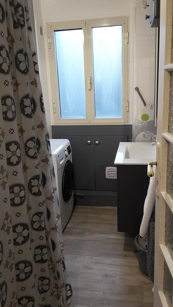 bath with washer-dryer, hair dryer, iron and board