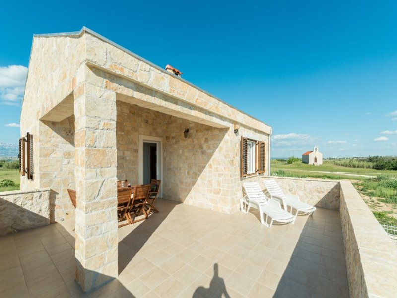 Stone Hous 1 /Pool with heating, holiday rental in Privlaka