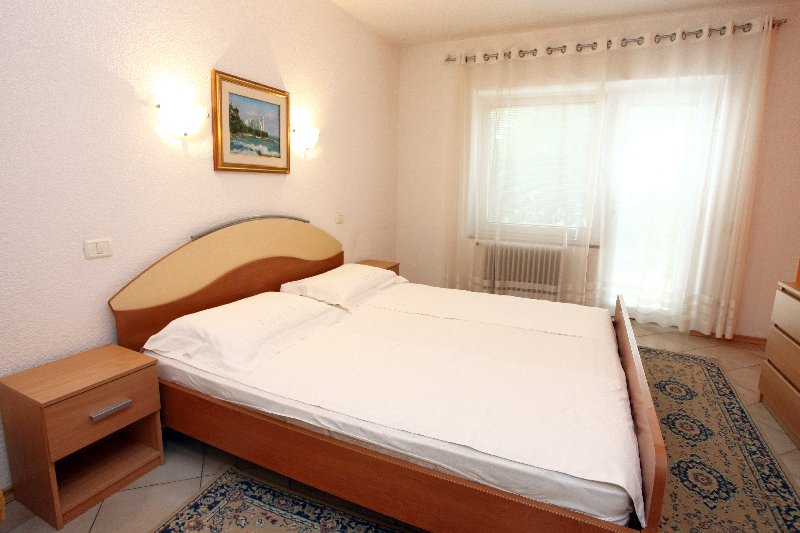 VE1 Peaceful Green Apartment for 2 pax, casa vacanza a Secovlje