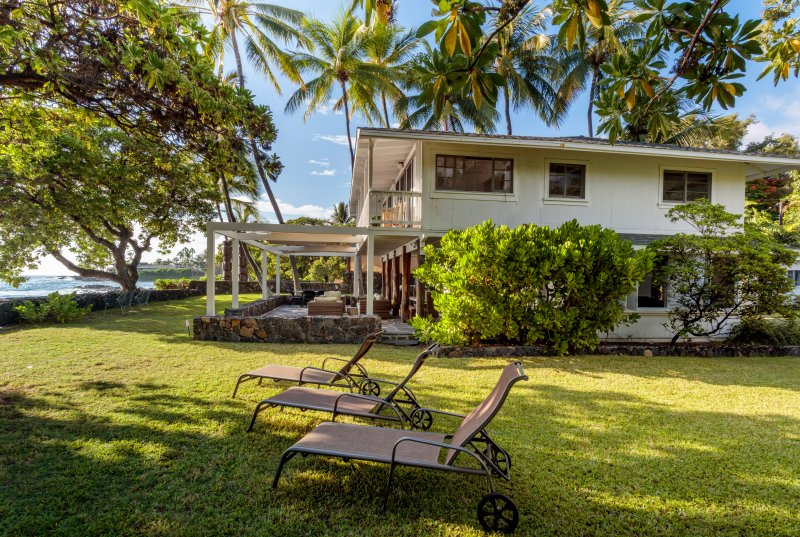Seaside Zen Cottage on the Beach in Kailua Kona, vacation rental in Kailua-Kona