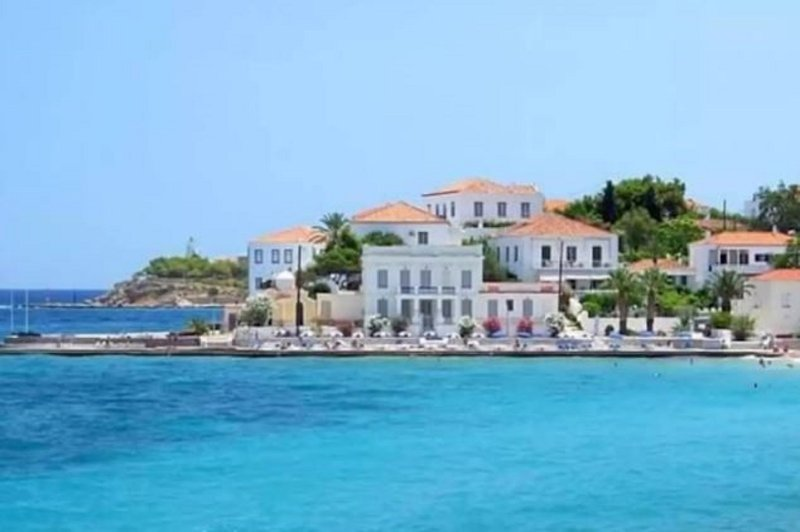 TRADITIONAL OLD MANSION IN THE ISLAND OF SPETSES, WITH SEA VIEW., holiday rental in Kosta