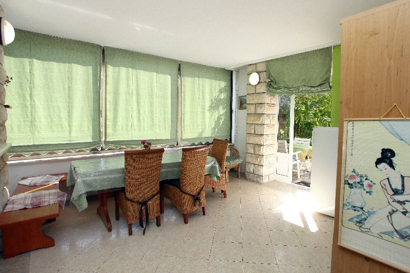 VE2 Peaceful Green Apartment for 5 pax, casa vacanza a Secovlje