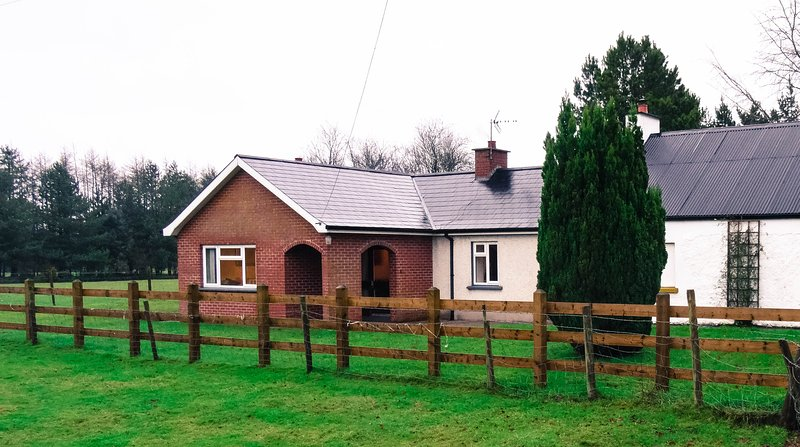 Lough Shore Cottage, holiday rental in Stewartstown