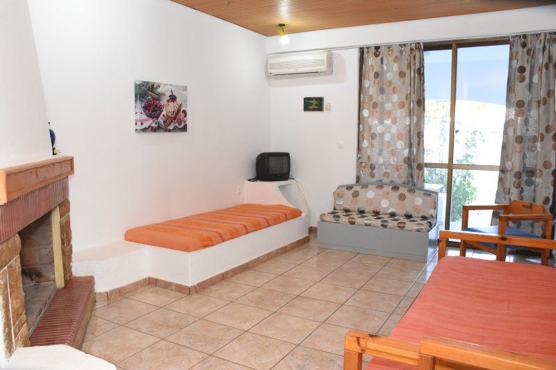 Villas Irene 4 * Family Apartment * Maisonette by the sea * Sandy beach, holiday rental in Gournes