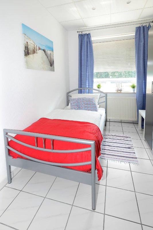 Zusatzschlafzimmermit 1 cama individual y armario