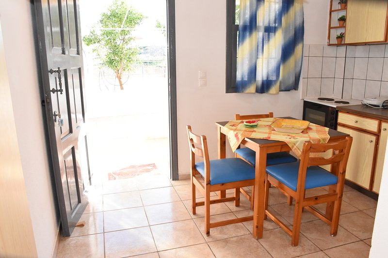 Villas Irene 6 * Family Apartment * Maisonette by the sea * Sandy beac6, holiday rental in Gournes