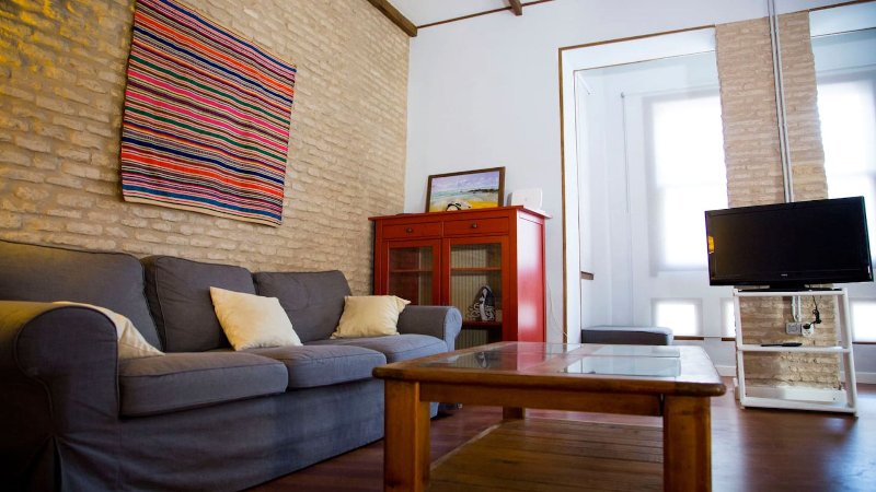 Appartement 2 chambres, 6 couchages, balcon et patio Centre historique Alameda., vacation rental in Brenes