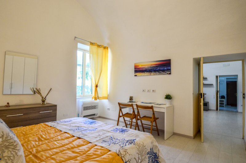 bedroom-1-amalfi-coast-italia-rental