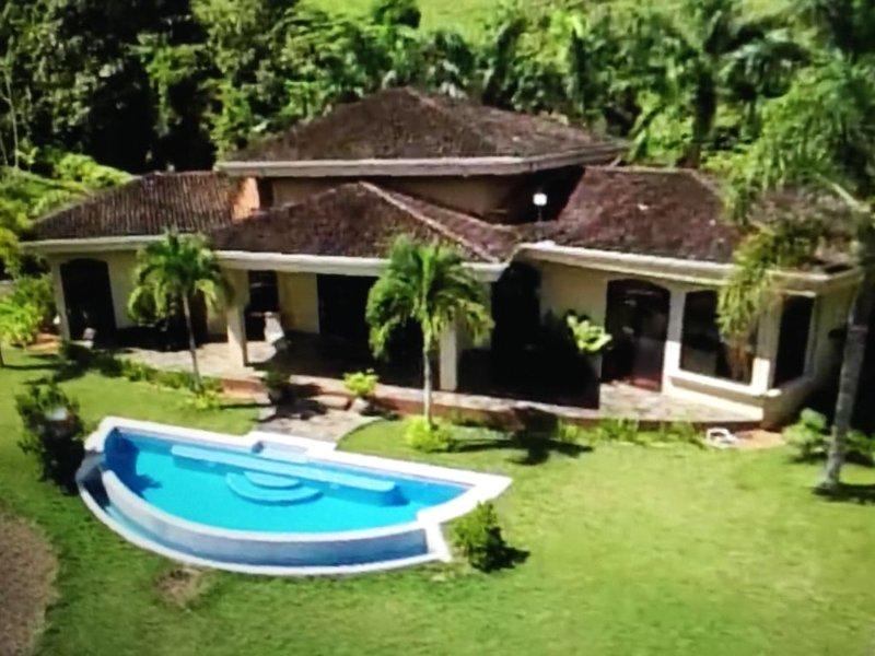 Villa DahlMar-Stunning Ocean & Rainforest Views!, Ferienwohnung in Portalon