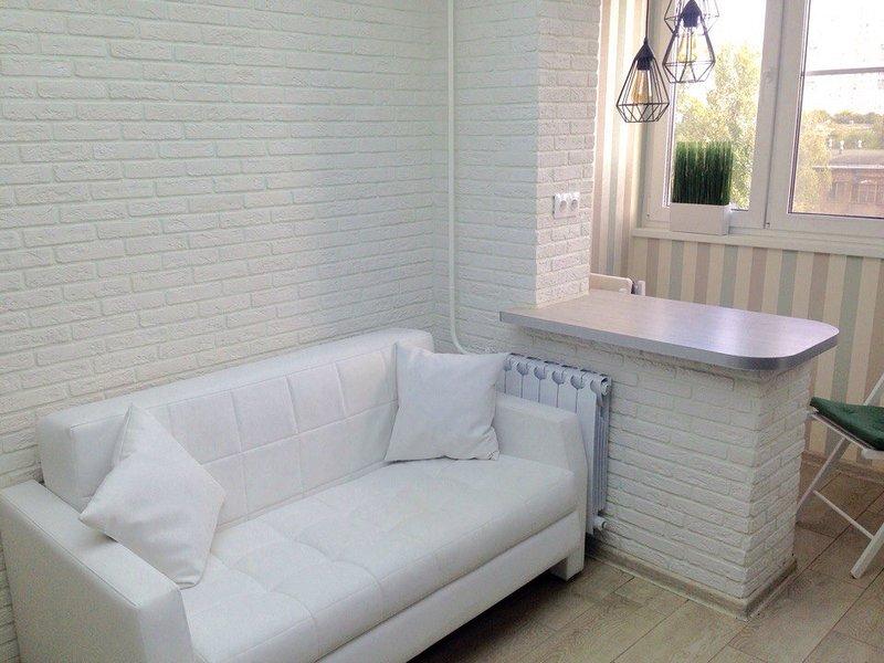 Brand-new modern apartment, in a quite neighbourhood not far from city center, alquiler vacacional en Zheleznodorozhny