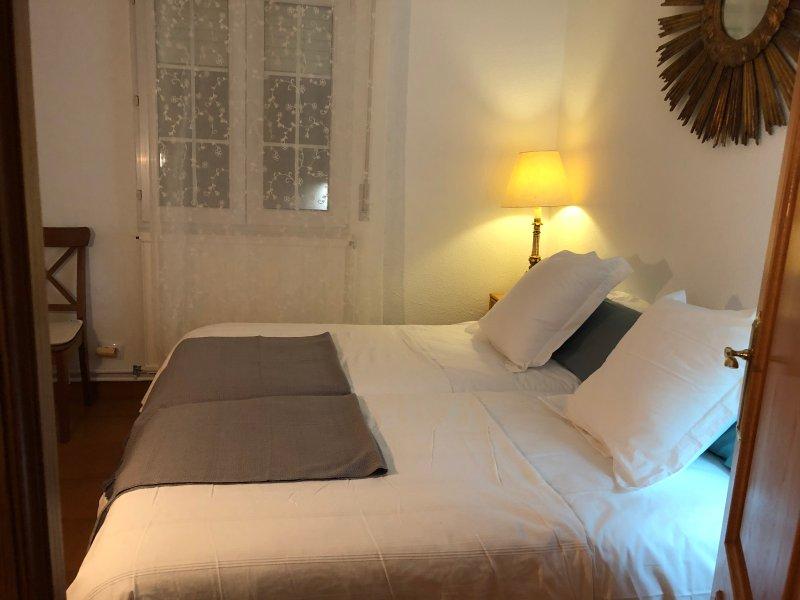 alegre y bonito apartamento con terraza y cerca de la playa, vacation rental in Gibaja