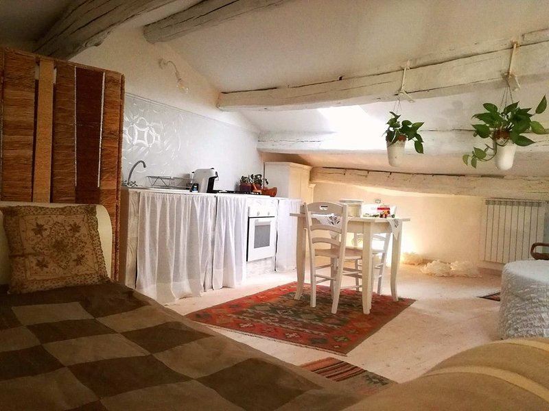 Sacrobosco Apartment - PIOPPO, vacation rental in Attigliano