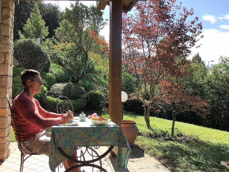 casa Falecchio con piscina comune in complesso residenziale, holiday rental in Zambla Alta