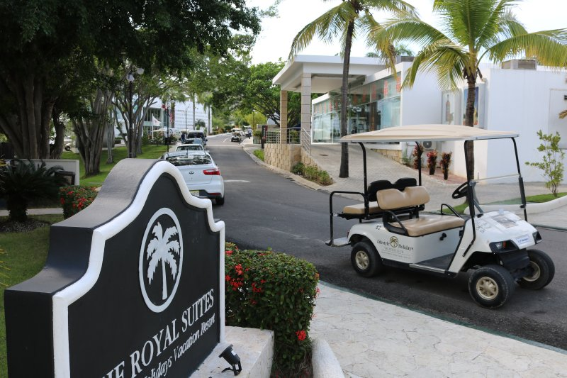 VIP ALL-INCLUSIVE PACKAGE BLACK BRACELET GOLF CART ONLY BY REAL ESTATE OWNERS, vacation rental in Puerto Plata