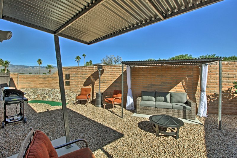 Tucson Home w/Landscaped Backyard Patio & Fire Pit, holiday rental in Catalina Foothills