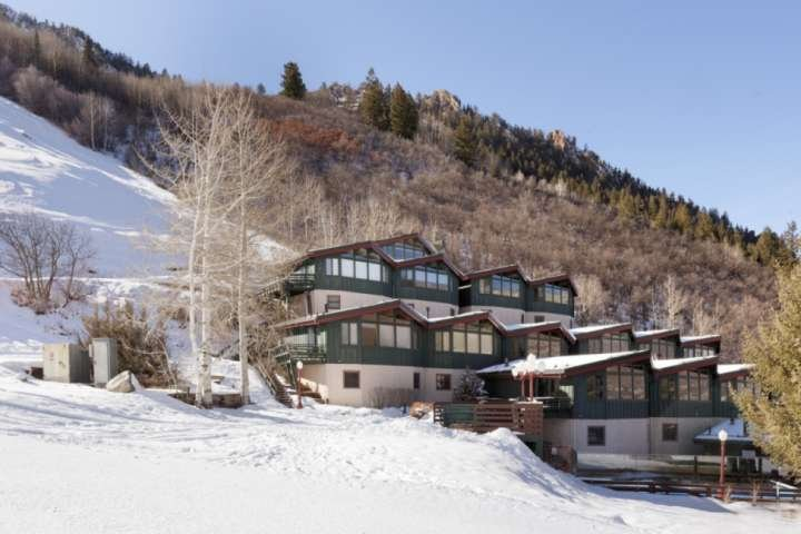Warm And Inviting Aspen Mountain Ski-in/Out Retreat With Beautiful Decor, Free P Chalet in Aspen