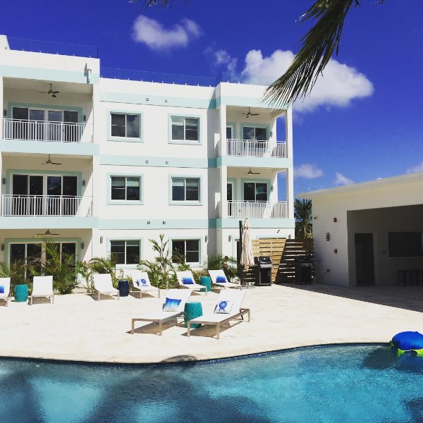 4BR Pool View At Boggy Sands Club, Seven Mile Beach