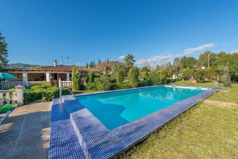 HIBISCUS - Villa for 4 people in Crestatx, vacation rental in Sa Pobla