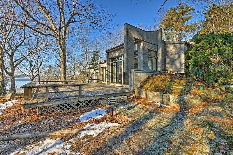 Franklin Home on 14 Acres w/ Deck & Water Views!, holiday rental in Sullivan