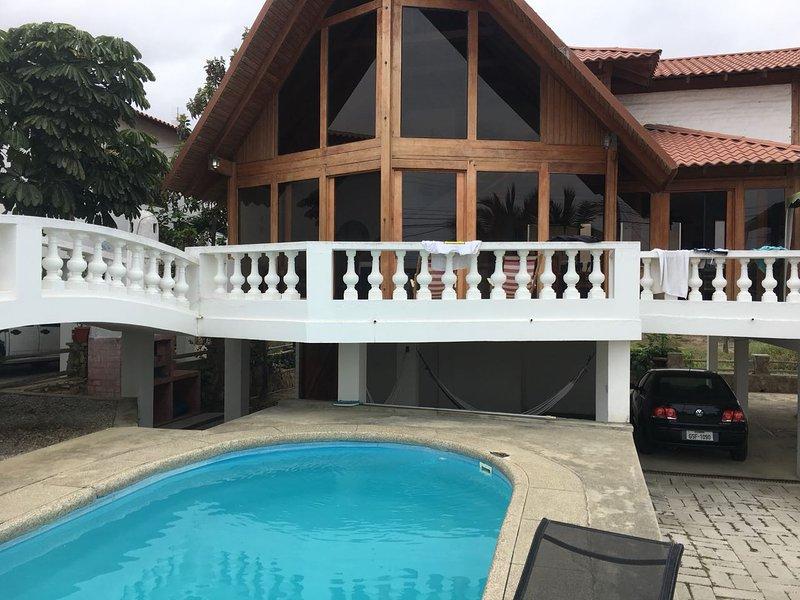 Family friendly house in Punta Blanca, aluguéis de temporada em Santa Elena