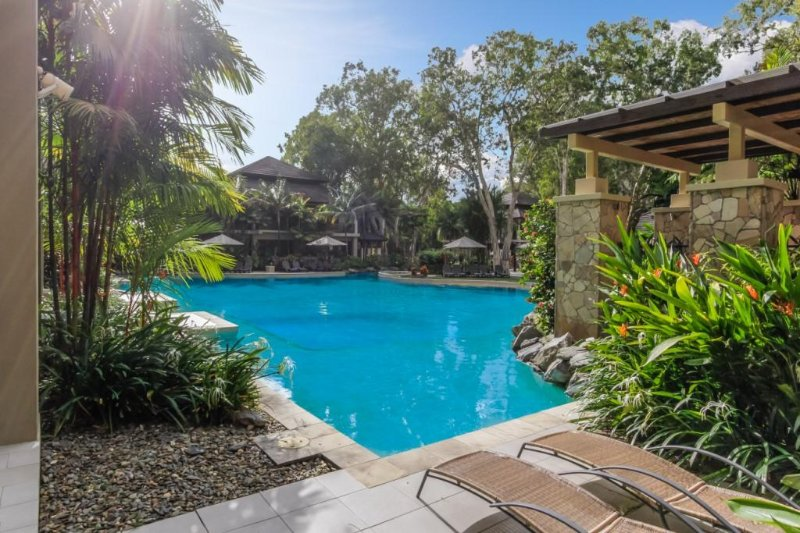 Laanii | Private Swim Out at Sea Temple Palm Cove, vacation rental in Palm Cove