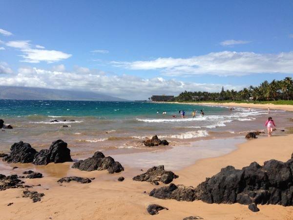 Gehen Sie für Meilen auf den schönen South Maui Strände