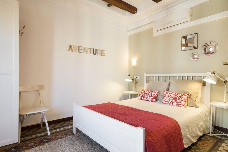 otra vista del dormitorio principal